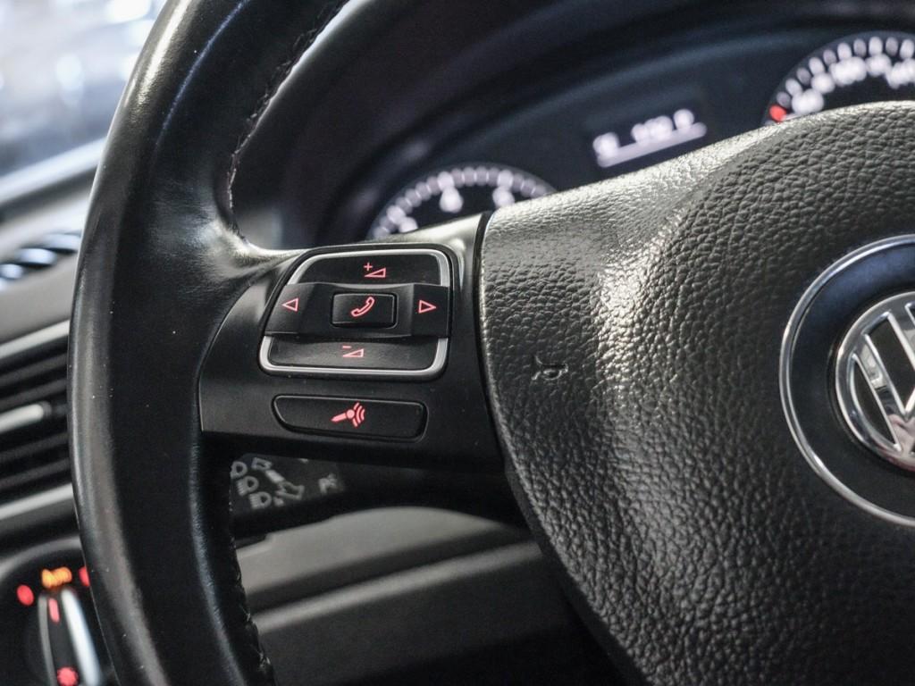 2015 Volkswagen Passat SE 1.8-L L-4 Turbo Diesel FWD