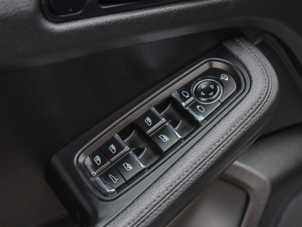 2017 Porsche Macan GTS 3.6-L V-6 DOHC 24V TWIN-TURBO AWD