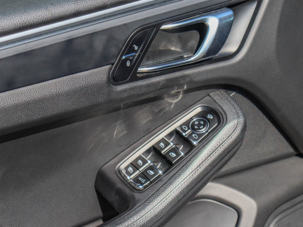 2018 Porsche Macan GTS 3.6-L V-6 DOHC 24V TWIN-TURBO AWD