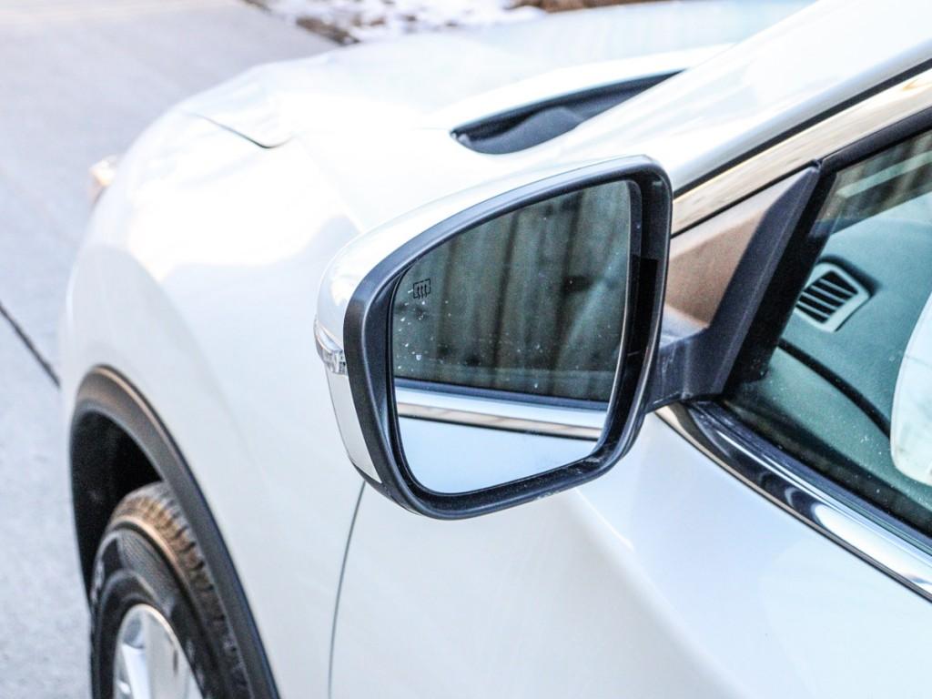 2017 Nissan Rogue S 2.0-L L-4 DOHC 16V AWD