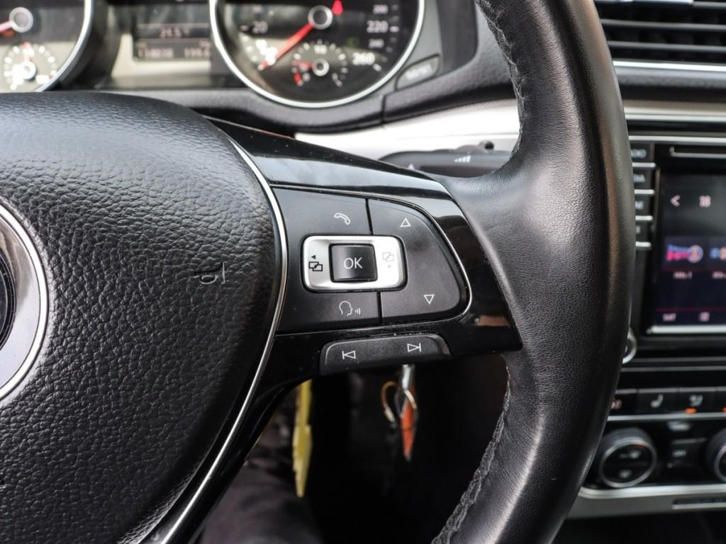 2018 Volkswagen Passat R-Line 2.0-L L-4 DOHC 16V FWD